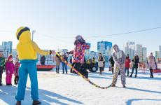На набережной Спутника началась подготовка к зимним праздникам