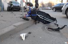 Дети под колесами: внедорожник снес коляску с двухлетним ребенком
