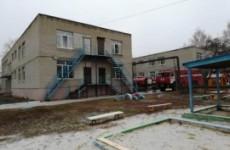 В Богословке более 30 пожарных тушили детский сад. Из горящего здания эвакуированы люди