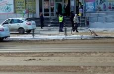 В Сети появилось видео жуткого ДТП в Пензе: «Гранта» протаранила ограждение и задавила пешеходов