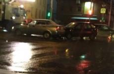 Центр Пензы стоит в пробке. ДТП на Суворова спровоцировало серьезный затор на дороге