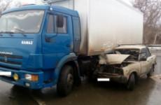 На трассе в Пензенской области легковушка влетела под большегруз