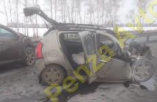 На трассе под Пензой произошло жесткое столкновение «КАМАЗа» и двух легковушек