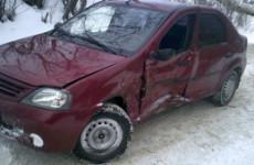 В Кузнецке ребенка увезли в больницу после столкновения двух иномарок