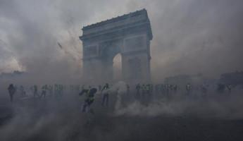 «Желтые жилеты» не успокаиваются. Во Франции введено чрезвычайное положение