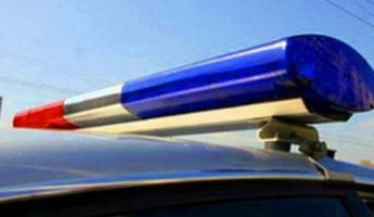 На трассе в Пензенской области легковушка врезалась в стоящую машину