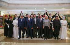 Иван Белозерцев выделил семь квартир молодым актерам