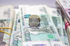 Высокопоставленный чиновник «по ошибке» получил сразу 23 оклада
