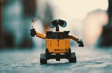 ДТП будущего. Российский робот угодил под колеса беспилотника Tesla