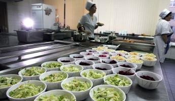 Роспотребнадзор не дремлет. Школьникам хотят запретить приносить еду из дома