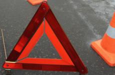 В Пензе молодой водитель влетел в фонарный столб, есть пострадавшие
