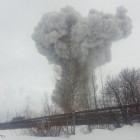 Мощный взрыв на химзаводе «Полипласт»: ударной волной вышибло окна соседнего здания