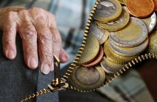Иногородний военный оставил без денег пенсионерку из Пензенской области