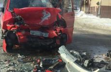 Жесткое лобовое столкновение на Урицкого в Пензе: пострадавших увезли на «скорой»
