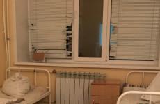 Пациентку инфекционного отделения зареченской больницы заставили мыть полы в палате