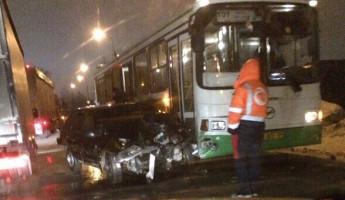 Серьезное ДТП в Пензе: легковушка вылетела под автобус