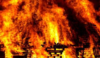 В Пензенской области из горящего дома спасли пенсионерку