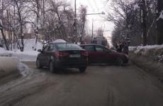 Западная Поляна в пробке: проезд перекрыли столкнувшиеся легковушки