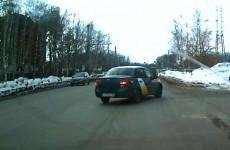 Безумный таксист, маневры прибыльности: водитель «Яндекса» намеренно подставил машину под удар