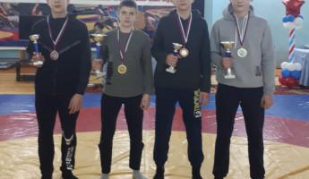 Пензенские спортсмены привезли 4 медали с турнира по греко-римской борьбе