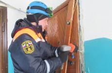 В Пензе бабушка с внуками попала в квартирный плен