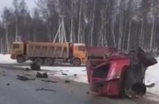 Страшное ДТП в Пензенской области: обломки машин раскидало по трассе. ВИДЕО