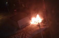В Пензе на улице Ново-Казанской сгорел легковой автомобиль. ВИДЕО