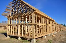 Антимонопольщики решили, что построенные в Сурске сараи для расселения аварийных домов нарушают закон