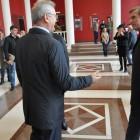 Белозерцев на своем избирательном участке пожал руку кандидату Мельниченко